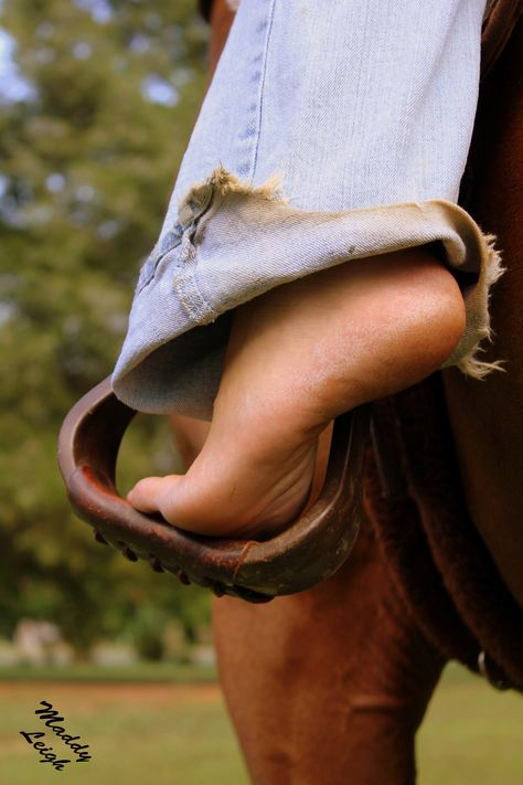 Who's the barefoot diva...or barefoot cowgirl??