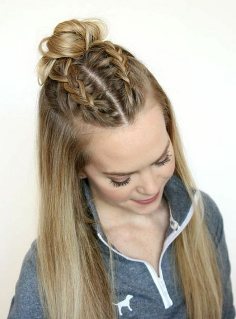 Chignon Avec Tresse Collee Coiffure Cheveux Mi Long Coiffures Droites Coiffure