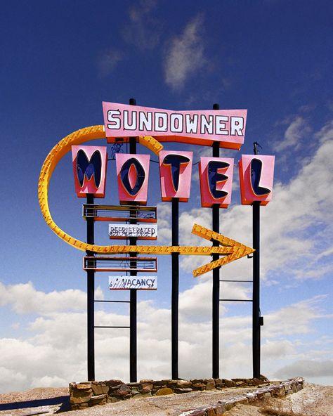 Ed Freeman - Sundowner Motel, Salton Sea, CA - Galerie Sakura