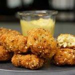 A tester absolument !!!!!  Recette des nuggets de poulet maisonVoici une recette géniale de nuggets de poulet maison faciles à réaliser, avec une mayonnaise maison curry citron. C\'est une recette idéale pour les enfants, ou pour l\'apéritif, à picorer entre amis :) Vous utilisez de vrai beaux morceaux de poulet, cela va vous changer ...