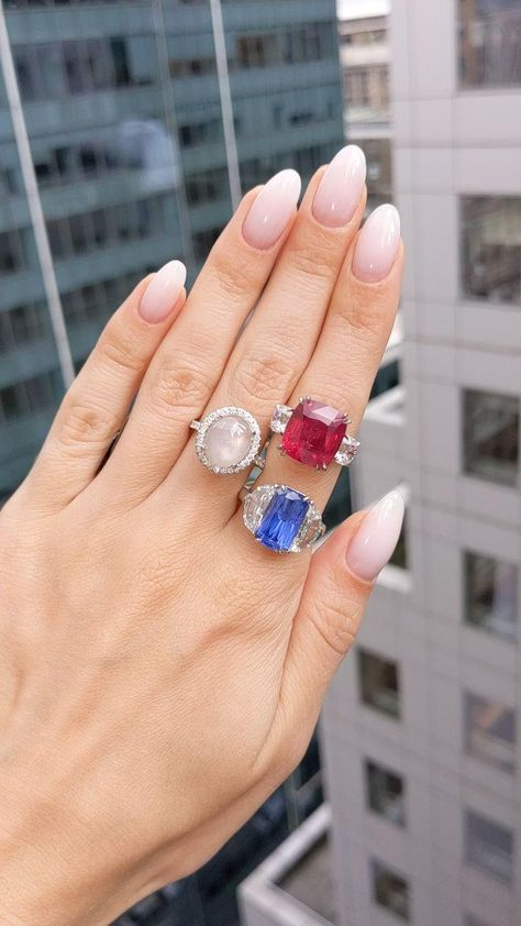 Which one is your favorite? For more ruby jewelry, check out @naturalrubycompany #sapphirering #engagementrings #weddingrings #promiserings