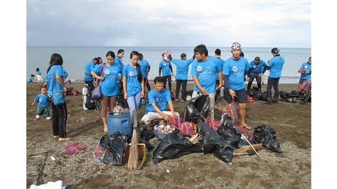 #LionsBeachCleanup in the Philippines - http://lionsclubs.org/blog/2014/11/19/lionsbeachcleanup-in-the-philippines/