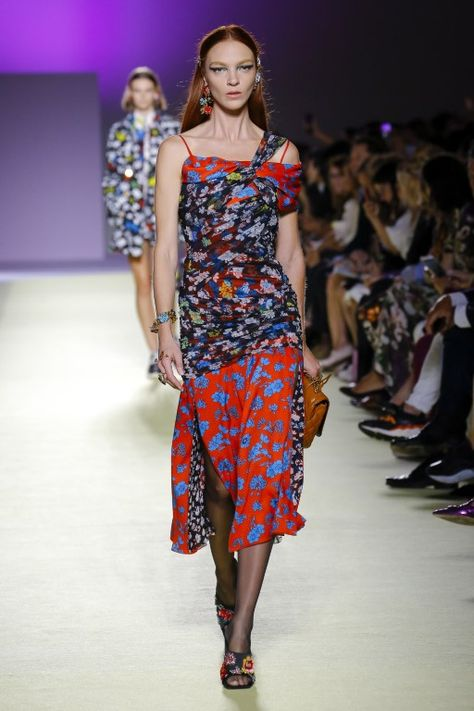 Versace Spring Summer 2019 Ready-to-Wear Collection – Milan