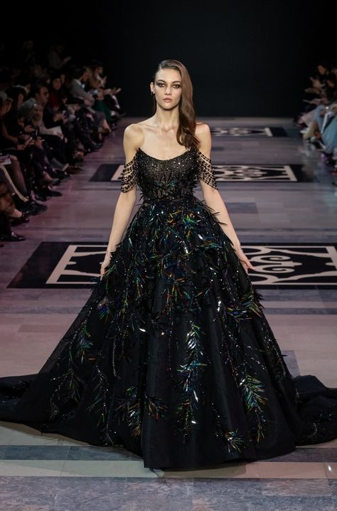 Georges Hobeika Haute Couture Spring-Summer 2019 - Fashion Show Georges Hobeika, Haute Couture Gowns, Style Haute Couture, Couture Dresses Gowns, Fashion Week, Runway Fashion, Lolita Fashion, Live Fashion, Emo Fashion