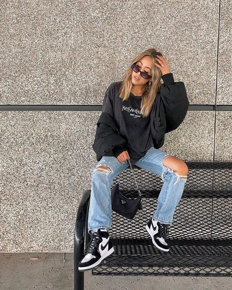 Street Style: Women's Nike Air Jordan 1's | Fashion Cognoscente Cute Casual Outfits, Retro Outfits, Fall Outfits, Vintage Outfits, Flannel Outfits, Tomboy Outfits, Teen Fashion Outfits, Teenager Outfits, Urban Outfits