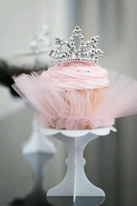 Crowned Pink Cupcake and Tulle = Girliest Cupcake EVER!