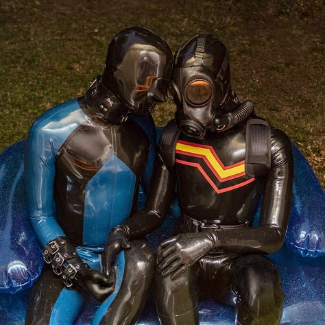 "𝔥𝔢𝔞𝔳𝔶𝔯𝔲𝔟𝔟𝔢𝔯 𝔰𝔩𝔞𝔳𝔢 on Instagram: ""Spending some quality rubber time with @slickskin1 at the pool party in the evening. So happy we finally a moment we spent together…"""