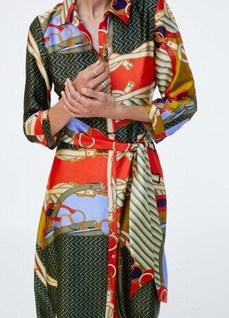Es Wird Bunt Extravagante Scarf Print Kleider Fur Den Herbst Frauen Outfits Modestil Kleider