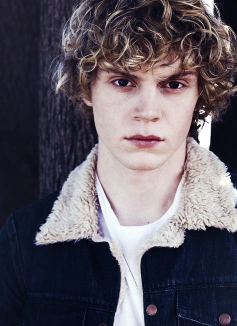 """Evan Peters He has really proved his acting abilities in """"American Horror Story"""""""