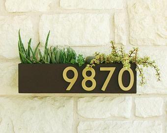 Soco Planter W Brass Numbers Address Sign Address Plaque House Numbers Free Shipping Buzones De Correo Entrada De Casas Modernas Numeros De Casas