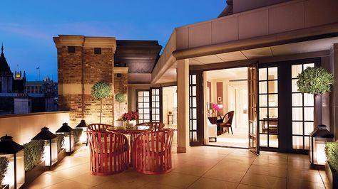 Rooftop retreat // lanterns, topiaries, roofdeck