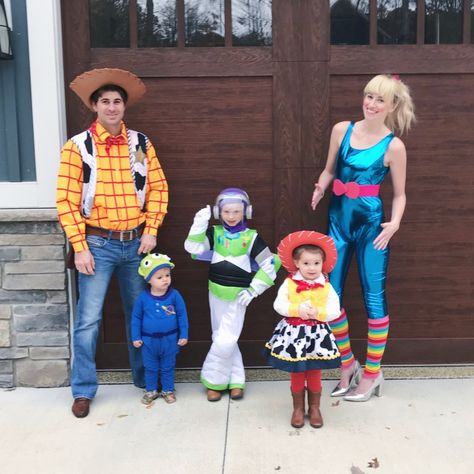 Toy Story Halloween Costume, Best Group Halloween Costumes, Toy Story Costumes, Halloween Outfits, Halloween Kids, Happy Halloween, Homemade Halloween, Jessie Toy Story Costume, Zombie Costumes