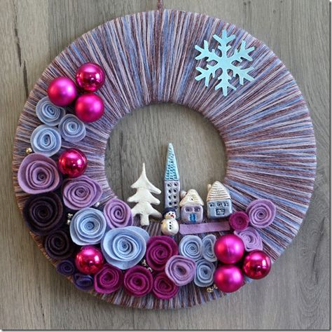 Christmas/winter wreath- I like the flat wreath idea! udělat z vlny