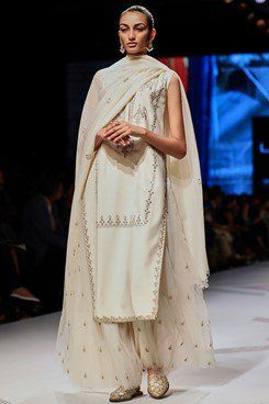 Mythri Suit By Anita Dongre Carmaonline Shop Indian Fashion Designers Indian Fashion Fashion