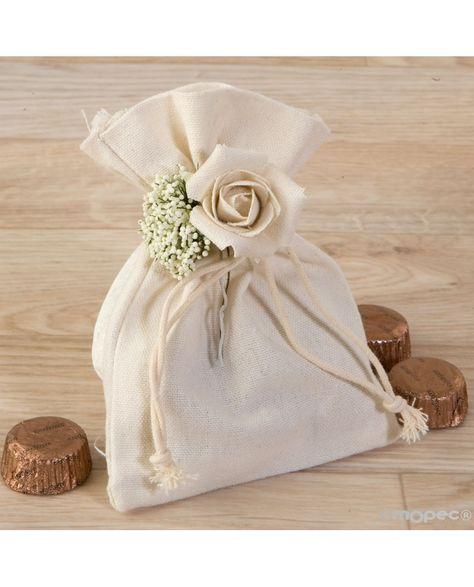 #Bolsita de algodón y detalle de flor y con bombones