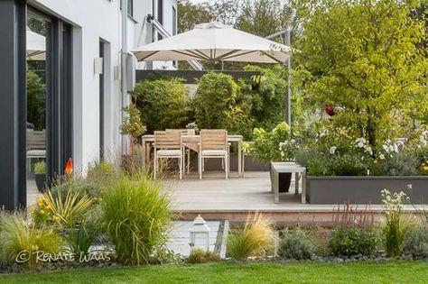 Moderner Garten bei München mit Wasserbecken #Felsenbirne