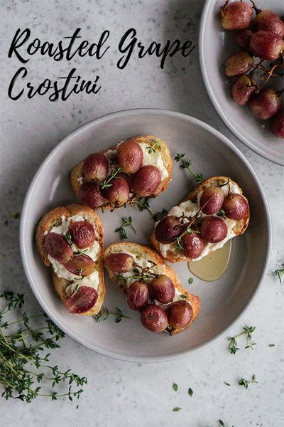 Roasted grape crostini are the perfect appetizer! Sweet grapes, whipped ricotta, honey and fresh thyme - simple and delicious! #pinacooks #appetizer #crostini #italianrecipes   pinabresciani.com @pinabresciani