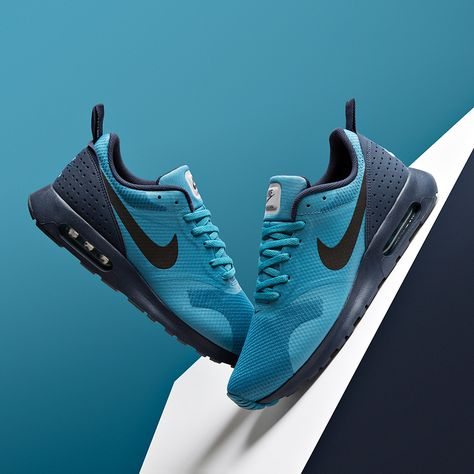 Make the Nike Air Max Tavas Trainer in Blue and Obsidian the latest addition to your collection.