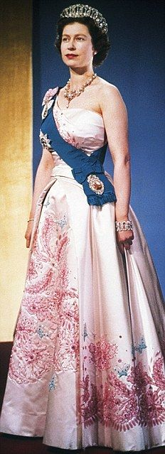 HRH the Queen--I miss gowns of this calibre of embellishment.  Just look at that skirt.  Flawless.