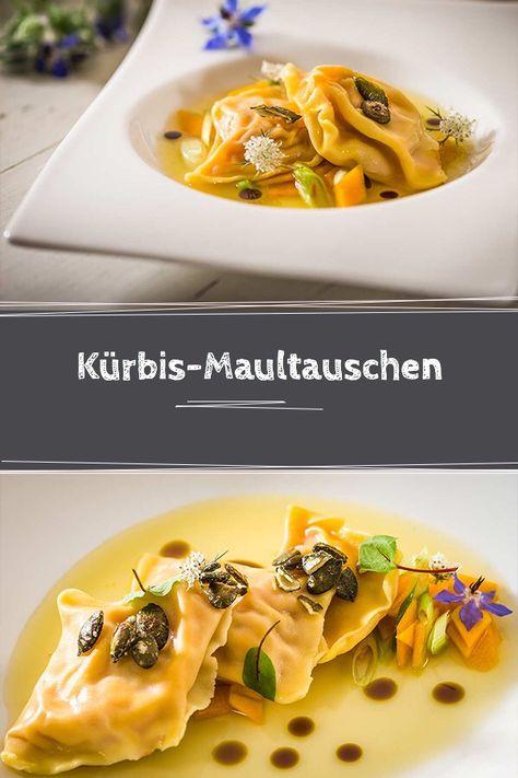 Unser Herbstgericht: Klare Kürbisessenz mit Kürbis-Maultaschen und karamellisierten Kürbiskernen.   #Kürbis #Herbst #Dinner #Lunch #veggie #lecker #Kürbiszeit #Rezept #Mittagessen