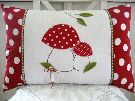 kissenh lle gl ckspilz 40x60cm von herziges aus stoff filz farbe auf. Black Bedroom Furniture Sets. Home Design Ideas