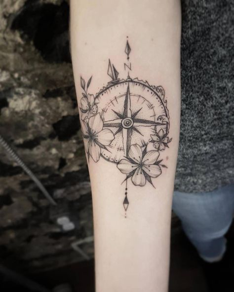 The geometric tattoo is one of the tattoos that has grown in popularity and retains it's staying power. Its one of the cool, incredible tattoos that many tattoo lovers and artist among other people… #coolgeometrictattos