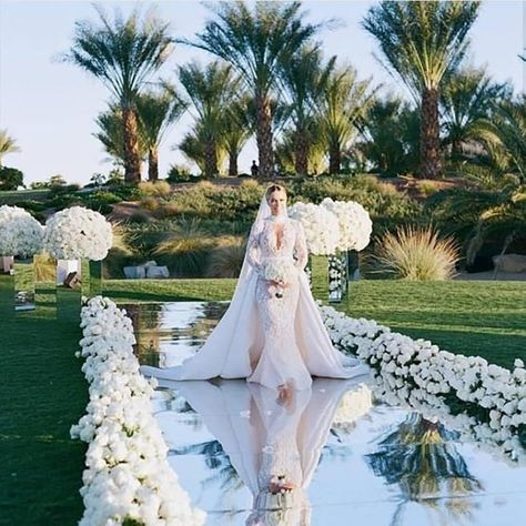 Brides think of finding the most appropriate wedding ceremony, however for this they require the most perfect wedding dress, with the bridesmaid's outfits enhancing the brides dress. These are a variety of tips on wedding dresses. Bridal Tips. Wedding Goals, Wedding Day, Wedding Scene, Church Wedding, Star Wedding, Wedding Walkway, Wedding Photos, 2017 Wedding, Peru Wedding