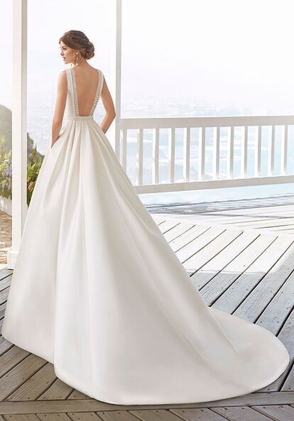 Rosa Clara Candy Wedding Dress The Knot In 2020 Wedding Dresses Wedding Dress Pictures Rosa Clara Wedding Dresses