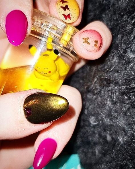 Mix of Hot fushia pink solid + yellow ombre + peach ombre + gold chrome Butterflies in gold and hot pink with glitter.