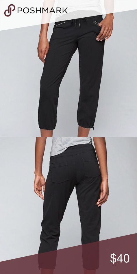 "70fd5a729021 Athleta Metro Slouch Capri Black Medium Gently used condition 23"" inseam  Adjustable drawstring Black Size medium Athleta Pants Ankle   Cropped"