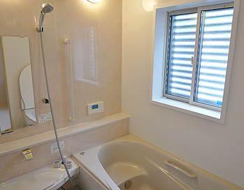 浴室の窓には 目隠しルーバーを設置 アイフルホーム 浴室 目隠し