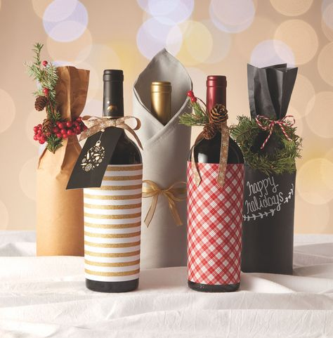 Christmas wine bottle decorating ideas – beautiful accent on the table Christmas gift ideas for friends and family wrapped wine bottles Wine Christmas Gifts, Christmas Wine Bottles, Christmas Gift Baskets, Christmas Gift Wrapping, Diy Christmas, Xmas, Wedding Gift Wrapping, Creative Gift Wrapping, Creative Cards