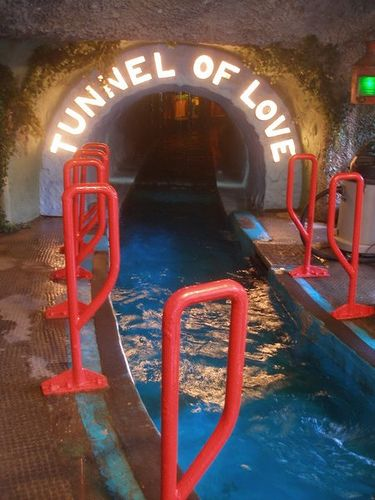 Tunnel of Love boat ride - I remember they had this ride at Coney Island, Cincinnati Abandoned Theme Parks, Abandoned Amusement Parks, Abandoned Water Parks, Abandoned Buildings, Abandoned Places, Abandoned Mansions, Tunnel Of Love, Amusement Park Rides, Carnival Rides