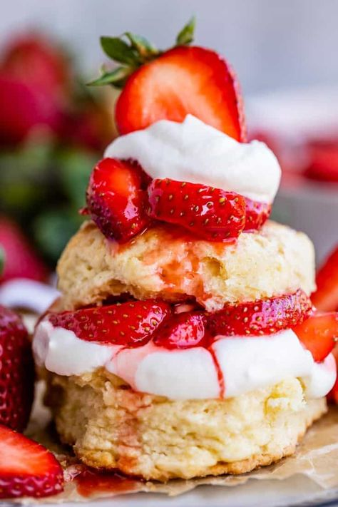 Strawberry Shortcake Topping Recipe, Vegan Shortcake, Biscuits For Strawberry Shortcake, Shortcake Biscuits, Yummy Treats, Delicious Desserts, Sweet Treats, Dessert Recipes, Dessert Ideas