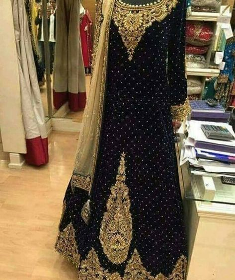For booking DM us or inbox us  #love #pakistan #lollywood #designerwear #bridaldress #jewellery #jewelrydesigner #gold #multan #faisalabad #jhumkalove #necklaces #lahore #karachi #islamabad #sialkot #gujranwala #rawalpindi #accessories #unitedkingdom #doha #usa #australia #canada #bindi #bridaljewelry #bridejewelry