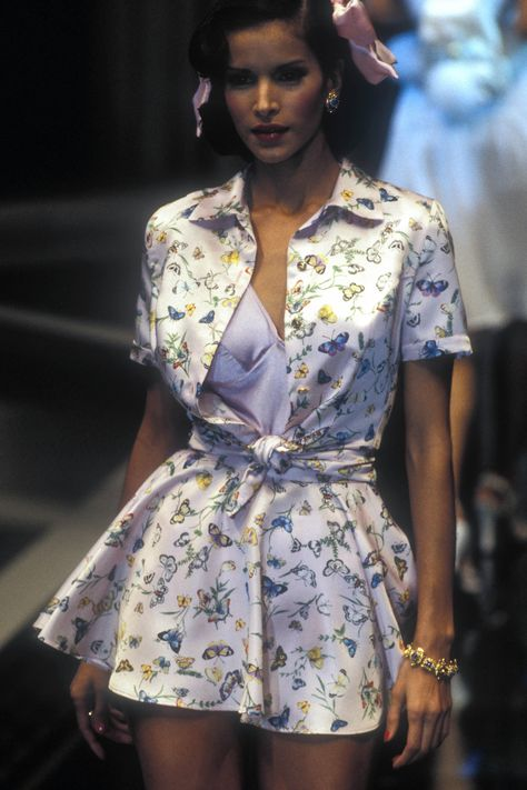 The Gianni Versace Vault - Source by Fashion outfits Fashion 2020, 90s Fashion, Couture Fashion, Runway Fashion, High Fashion, Fashion Show, Fashion Outfits, Fashion Design, Hollywood Fashion