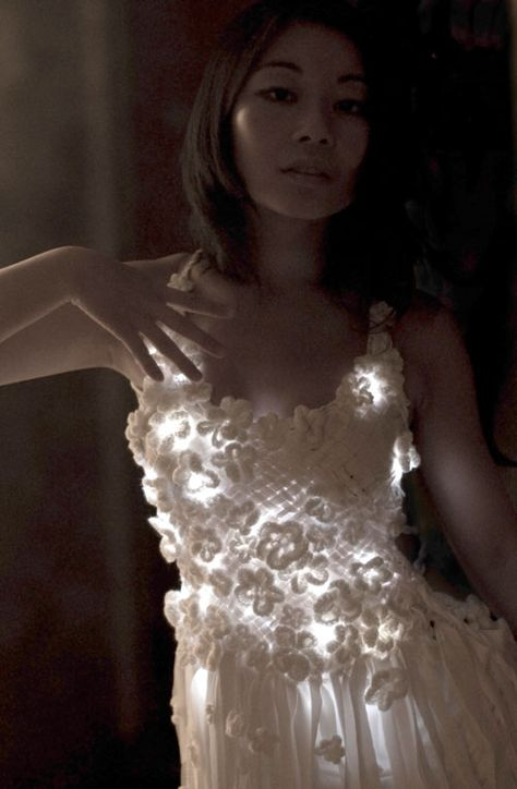 light up crochet dress by Mary Huang GREAT SITE !! http://www.rhymeandreasoncreative.com/portfolio/index.php?project=rhyme_and_reason