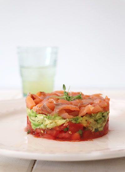 Tartar De Tomate Aguacate Y Salmón Elpucheretedemari Ensalada De Tomate Y Aguacate Aguacate Relleno De Gambas Comida Sencilla Recetas