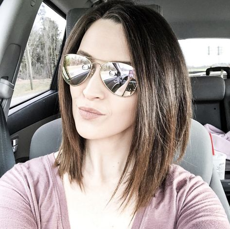 Go Dark And Dramatic - You Could Totally Pull Off These Hip Mom Haircuts - Mabel Moxie Source by kellinonemacher haircut Easy Hair Cuts, Medium Hair Cuts, Medium Hair Styles, Long Hair Styles, Cute Mom Haircuts, Easy Mom Hairstyles, Wedding Hairstyles, Diy Haircut, Brown Blonde Hair