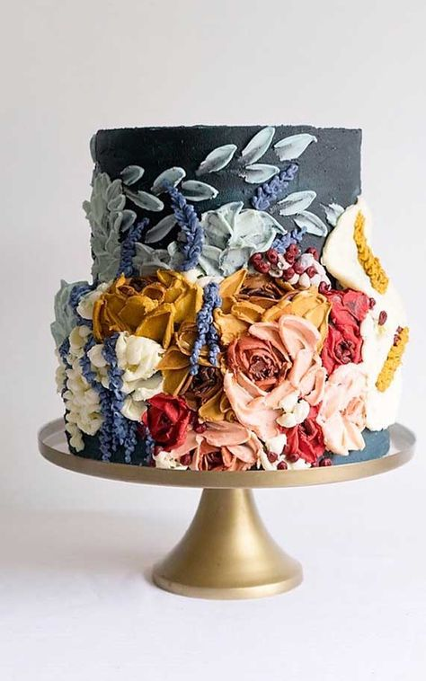 Just like bridal dresses, wedding cakes can also be trendy or obsolete. A traditional wedding cake is usually a white vanilla cake in towering stacked layers. However, we are onto year wedding cake trends are becoming more and more playful. Painted Wedding Cake, White Wedding Cakes, Cool Wedding Cakes, Gold Wedding, Purple Wedding, Floral Wedding, Wedding Colors, Textured Wedding Cakes, Pretty Cakes