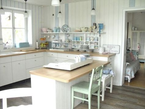 Shabby chic style cottage kitchen from Germany!