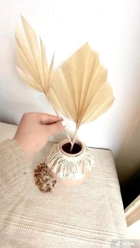 Diy deko idee basteln - getrocknete palmenblätter falten aus Backpapier. Diy boho und sommer deko :)