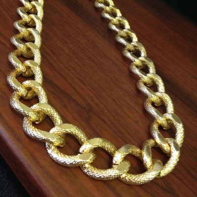 Gold chain links necklace