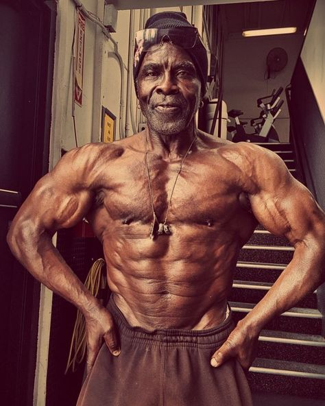 Ancien Bodybuilder okay he is 71 years old - robby robinson. the black prince of