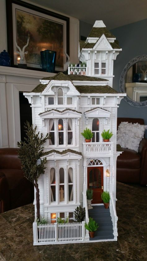 Greggs Miniature Imaginations: San Fransisco House Made from Cardboard Victorian Dolls, Victorian Dollhouse, Modern Dollhouse, Haunted Dollhouse, Diy Dollhouse, Dollhouse Miniatures, Cardboard Dollhouse, Miniature Houses, Miniature Dolls
