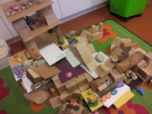 Aanvullende materialen in de bouwhoek. Blog van kleuterklasse.nl