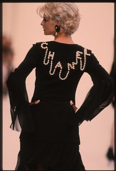 Chanel in the The Best Supermodel Runway Moments, Including Kate Moss, Cindy Crawford, And More Linda Evangelista walks the runway during the Chanel Ready to Wear show as part of Paris Fashion Week Fall/Winter in March, 1991 in… Continue Reading →