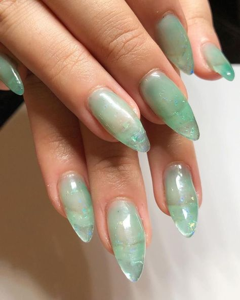 What Christmas manicure to choose for a festive mood - My Nails Minimalist Nails, Hair And Nails, My Nails, Nail Manicure, Jade Nails, Aqua Nails, Colorful Nail Art, Jelly Nails, Oval Nails