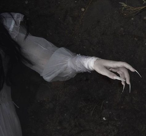 Image about photography in The Garden of Broken Flowers by 堕天使 Dracula, Gothic Aesthetic, Witch Aesthetic, Aesthetic Bedroom, Aesthetic Fashion, Aesthetic Clothes, Dark Fantasy, Jeter Un Sort, Imagenes Dark