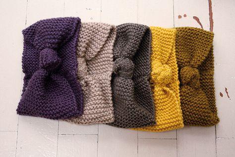 Bandeau tricoté en point mousse, 12cm de largeur, nœud fait avant couture.